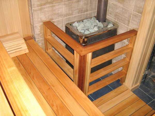 Деревянное ограждение для банной печи