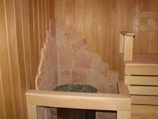 Защита стен бани от печи может быть даже украшением