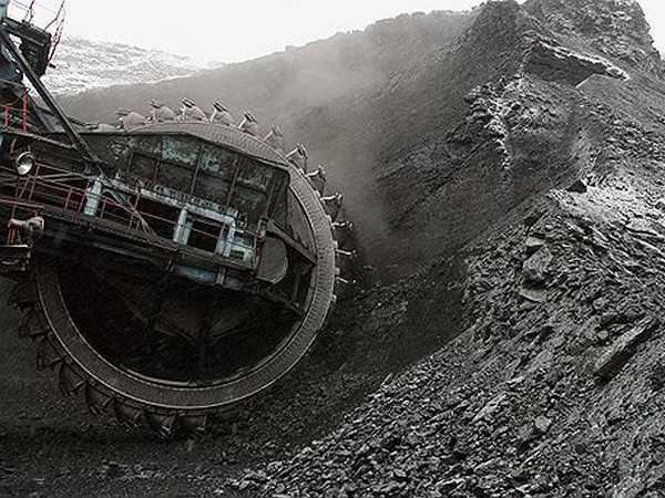Разработка залежей каменного угля производится при помощи самых разных машин