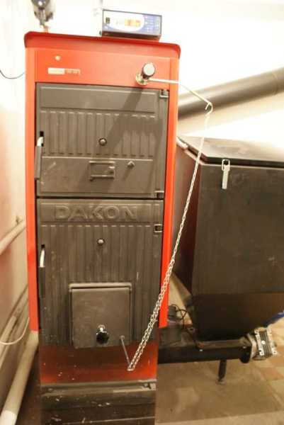 Чугунные комбинированный котел DAKON FB работать может с пеллетами
