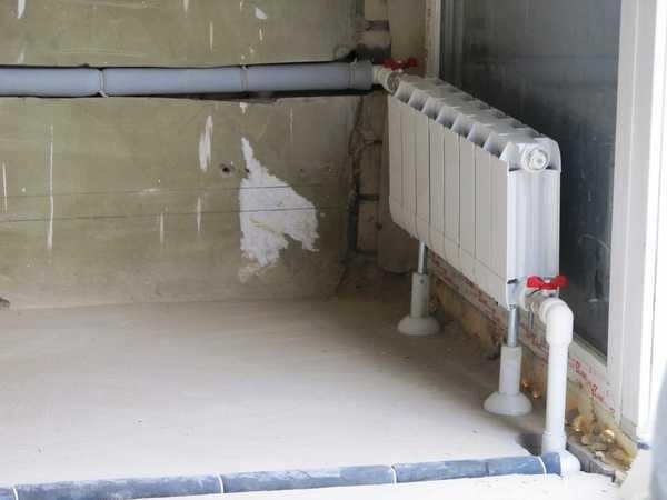 В стены и в стяжку лучше укладывать  трубы в теплоизоляционном слое