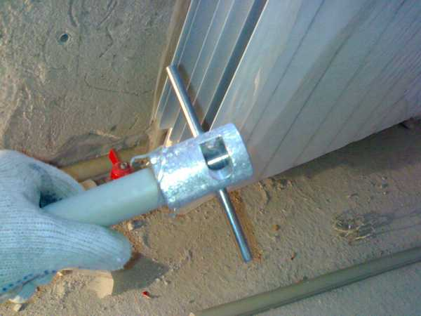 При использовании армированных алюминием труб срез торцуется или зачищается