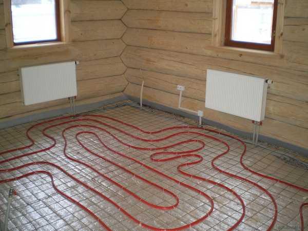 Водяной теплый пол может быть вспомогательной системой отопления, а может - основной