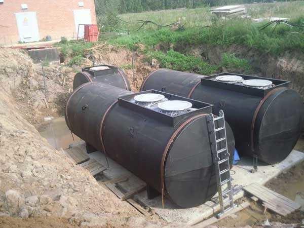 Это резервуары для дизтоплива. Запас должен быть солидным, желательно на всю зиму