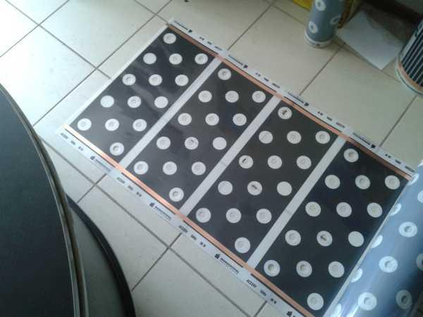 Инфракрасные пленки со сплошной перфорацией можно укладывать в стяжку  и под плитку