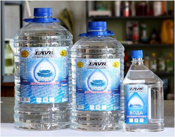 Дистиллированная вода - лучший вариант в домах с постоянным проживанием