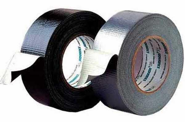 Скотч - универсальный материал, которым крепятся некоторые материалы для теплого пола
