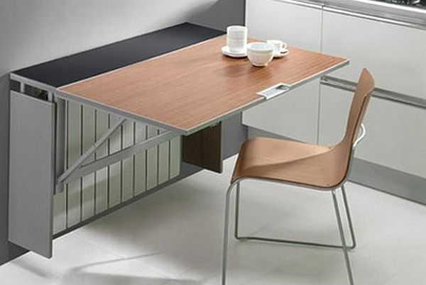 Очень интересный столик, который также маскирует батарею