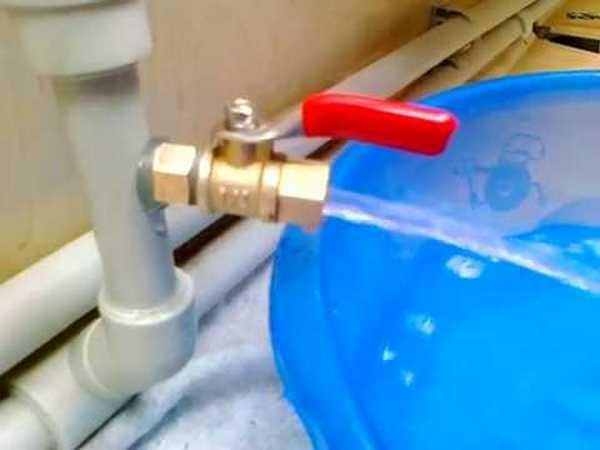 Первый шаг при замене батарей отопления - слив системы