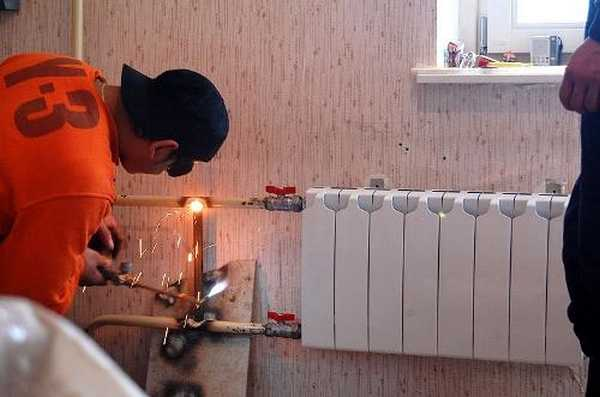 Замена радиаторов иногда без сварки не обходится