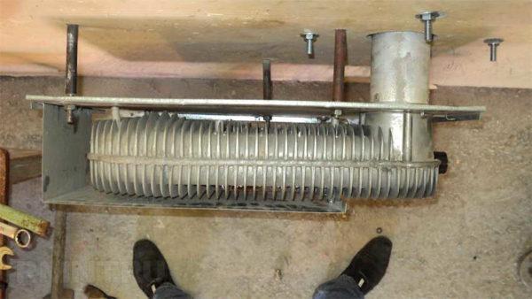 Теплообменник, в котором сгорает газ и который нагревает воздух
