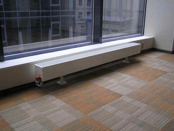 Модели для напольного монтажа часто имеют небольшую высоту