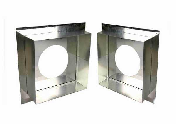 Потолочный проходной узел фабричного изготовления. Его перед использованием нужно со всех сторон, кроме лицевой обложить теплоизолирующим материалом