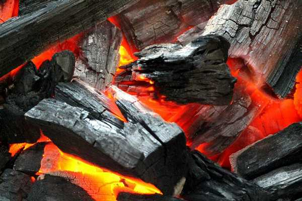 Древесный уголь - высококалорийное топливо