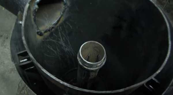 В трубе воздухоподающего устройства делаем продольные надрезы — через них в топку будет проходить воздух