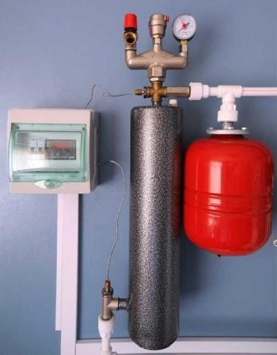 Еще один вариант установки индукционного котла с расширительным баком и пультом управления
