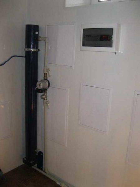 Мощный индукционный котел можно спрятать за дверью