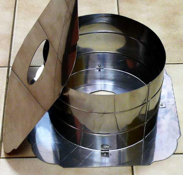 Один из потолочных проходных узлов (ППУ). Его до установки требуется со всех сторон обклеить базальтовой высокотемпературной вватой