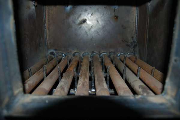 Охлаждаемые колосники делают из труб, по которым циркулирует вода