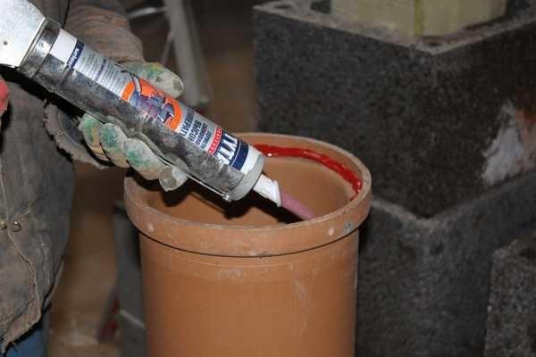 Термостойкие герметики имеют красный или красновато-коричневый цвет