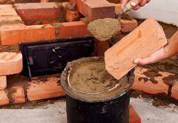 Печи кладут на глиняно-песчаный раствор