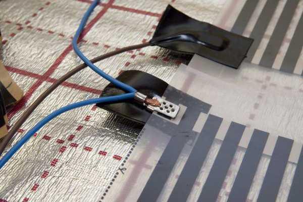 Соединение полос инфракрасных пленок - самая сложная часть установки