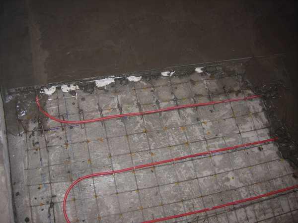 Заливка стяжки в бане должна производиться с учетом уклона в сторону слива