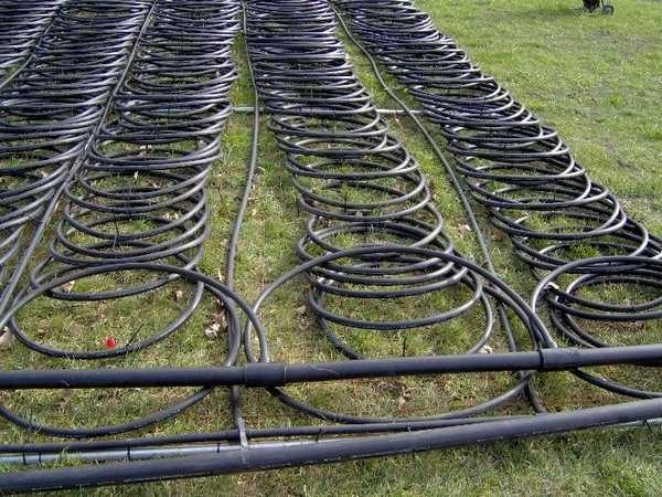 Чтобы горизонтальный контур занимал меньшую площадь, трубы можно уложить кольцами