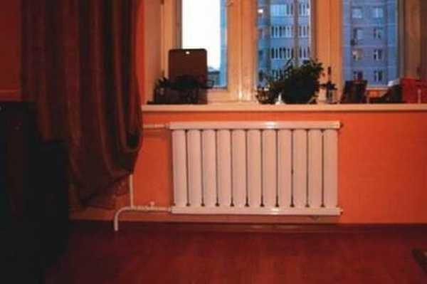 """Этот радиатор не перекрывает окно даже на половину. Может мощности у него и хватит, но окно будет """"потеть"""""""