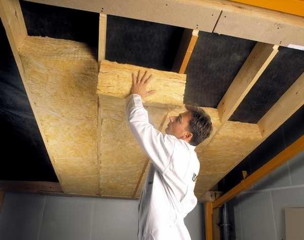 Утеплять потолок обязательно нужно в домах. В квартирах - это уже крайняя мера