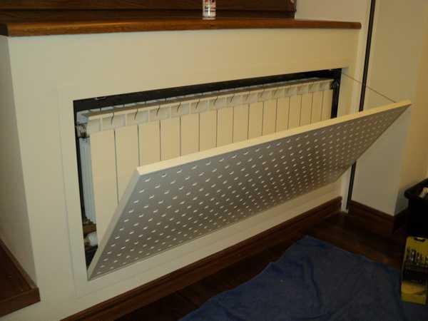 К радиатору нужно обеспечить свободный (или хотя бы относительно свободный) доступ