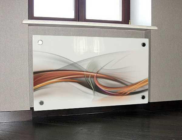 Стеклянный экран для радиатора смотрится отлично, но теплоотдачу понижает не менее, чем в два раза