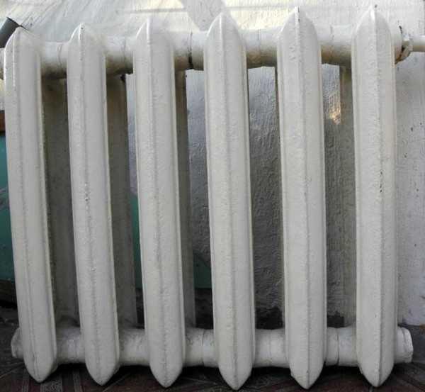 Чугунные радиаторы в некоторых системах стоят по 50 лет, понятно, что разобрать их будет непросто