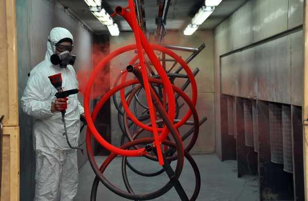 """Если хотите получить окраску, похожую на """"фабричную"""" обратитесь в специализированное СТО. Они красят авто по той же технологии. Может согласятся покрасить ваши радиаторы"""