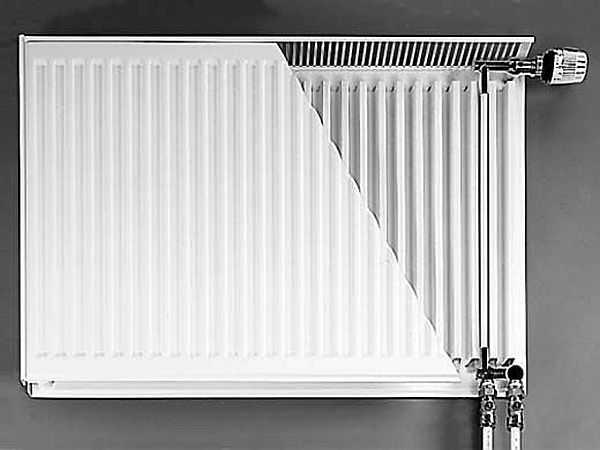 При обвязке радиатора с нижним подключением нельзя перепутать патрубки подачи и отвода -  работать не будет