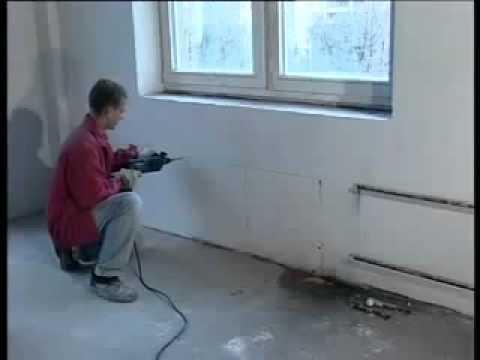 Сначала стену выравнивают, затем приступают к монтажу радиаторов