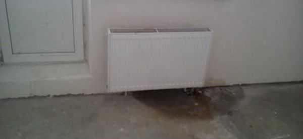 Заделать течь радиаторе и трубе можно и своими руками. Главное, чтобы текло несильно