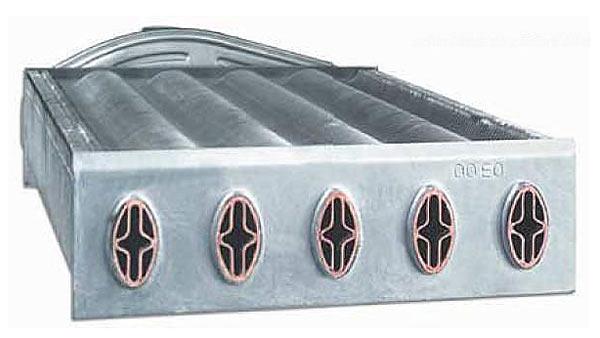 По внутренней трубе протекает вода системы горячего водоснабжения, по наружной - теплоноситель системы отопления