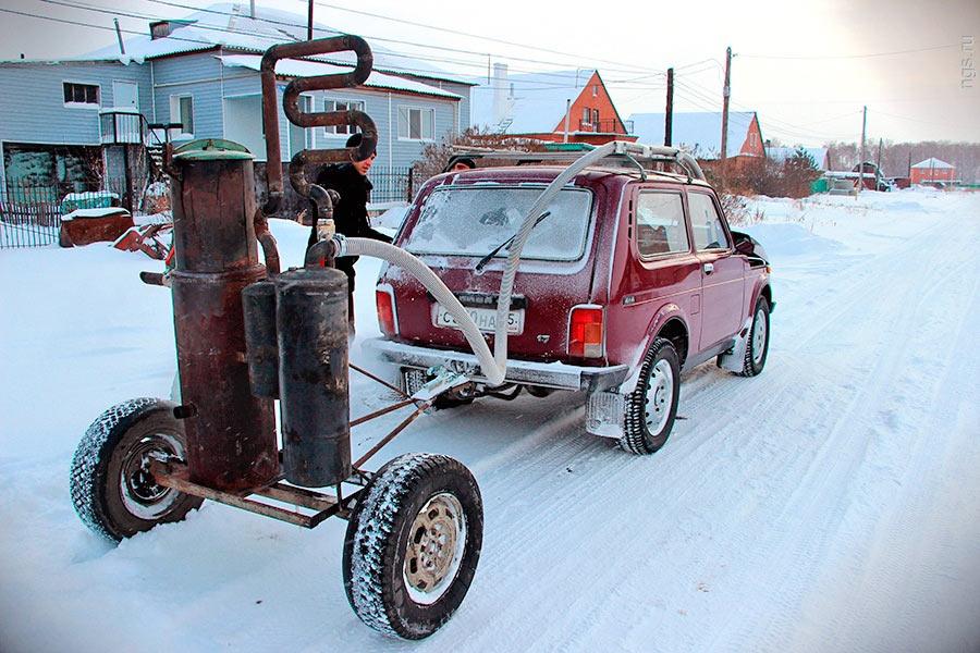 """Автомобиль """"Нива"""" работающий при помощи газогенератора"""