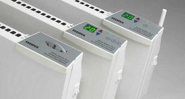 В одном модельном ряду, могут быть приборы с электронным и механически управлением