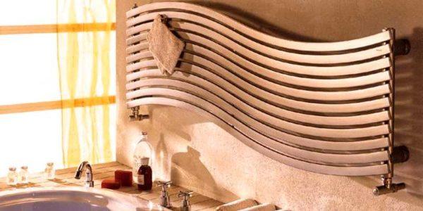 Форма - дело вторичное. Сначала надо определиться электрический или водяной полотенцесушитель для вас будет лучше