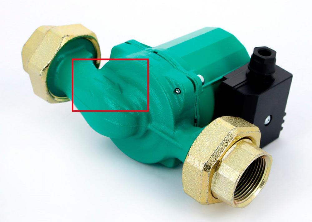 Стрелка на корпусе циркуляционного насоса показывает направление прокачки теплоносителя